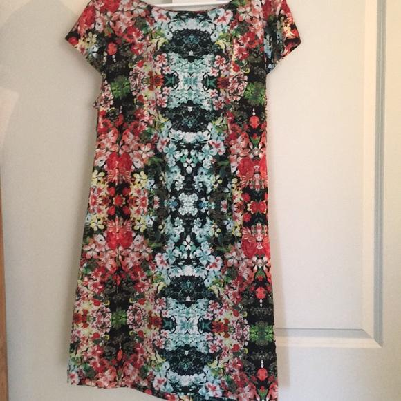 962852cc4c6d Cute summer pullover dress in a fun summer pattern.  M 5b3422669539f77751443358
